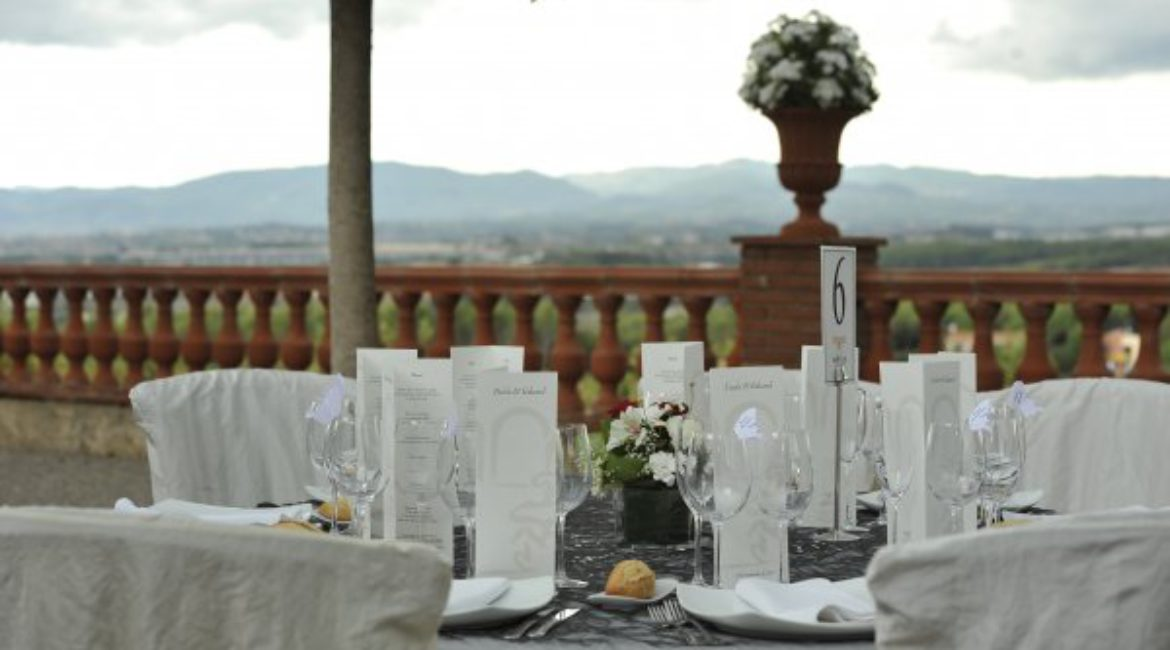 Did you get engaged this Christmas? We invite you to hold your wedding in Barcelona
